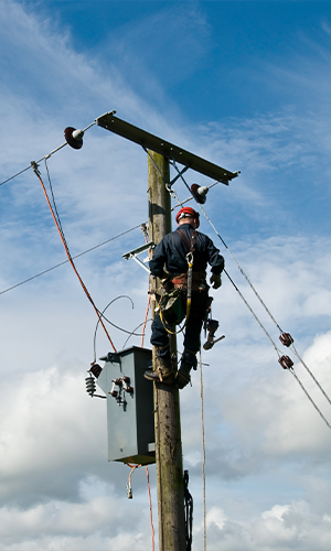 300x500-Thumbnail-Image-Man-working-on-aerial-network-pole.png